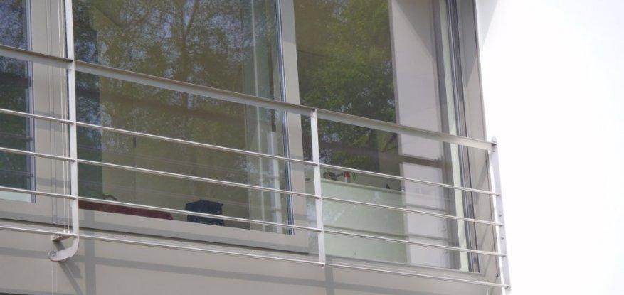 Balustrade aan raam in inox te Minderhout